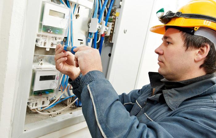 9 вопросов, которые необходимо задать электрику до начала работ